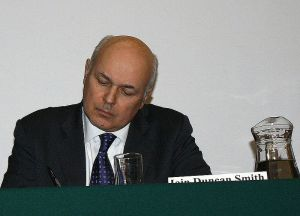 Ian Duncan Smith calculating a new income threshold for EU migrants