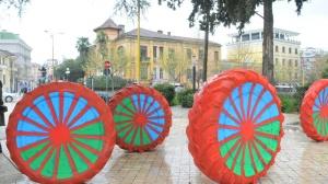 Roma flag painted on wheels_0